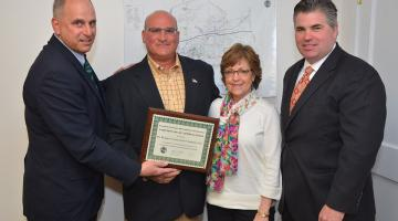 EDC Award Presented to Pat Munger Construction. L to R: EDC chairman Perry Maresca, Pat Munger Construction president Dave DeMaio, vice president Pam DeMaio, and First Selectman Jamie Cosgrove.